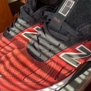 New Balance Mens Size 11.5 ALMOST NEW RED BLACK
